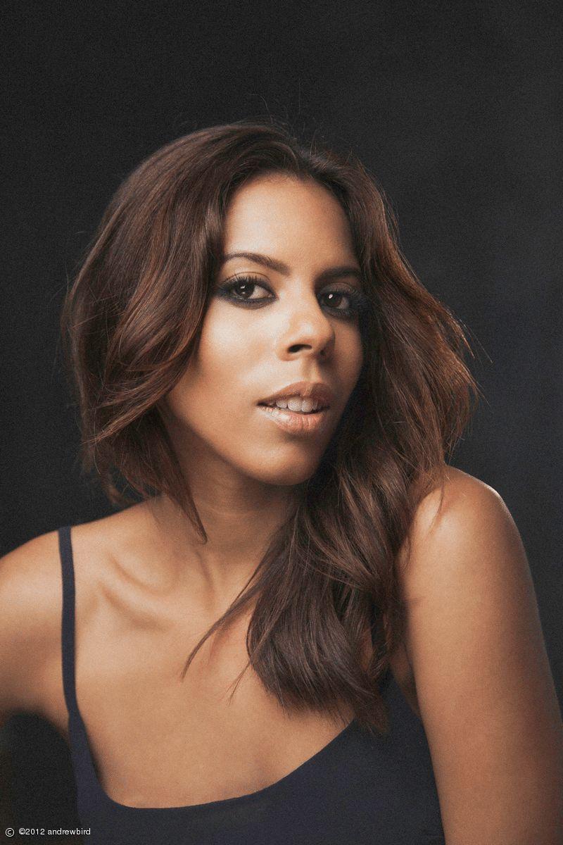 Kelli-Leigh | Singer Songwriter